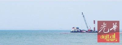 槟州环境局指东家集团在岸外展开的填海工程,跟淤泥造成渔获锐跌无关。