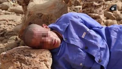 一名人质被IS分子用石头砸死。