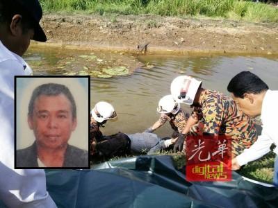 扫除拯员将死者谢亚国遗体捞起。