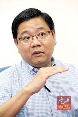 邓章耀告假半年,以处理商业事务。