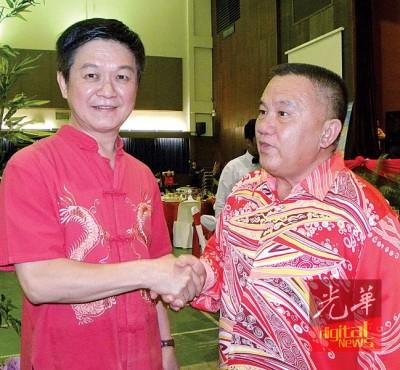 李志亮和陈耀荣吁请梁荣光续与党站在一起,重新考虑归队。
