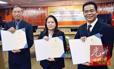 玻州马华3名代表继续被委任市议员。左起:吴良卓、林月娣及郑再安。