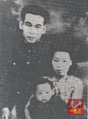 战后1946年机工曾负重与妻子何美英及女儿曾琼仙合照。