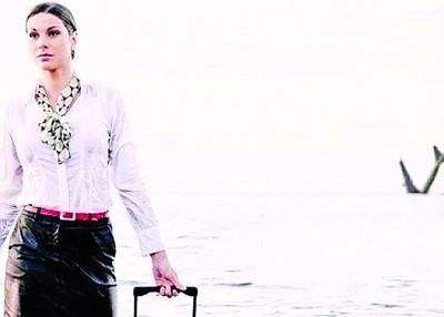 27春空姐埃尔丁曾深受前年9月,达到载一张她身后有相同架客机直插海照片。