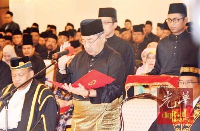 2月4日阿末巴沙宣誓就任吉打州第12任州务大臣。