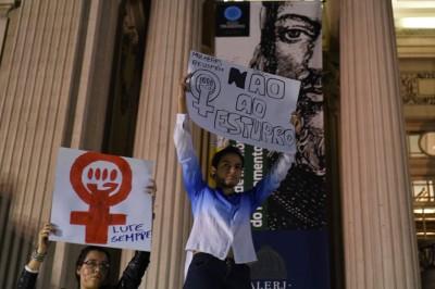 里约热内卢发生群众示威,渴求政府严惩轮奸案犯人。(法新社照片)