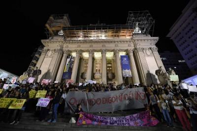 大量妇女示威,渴求政府保护女性。(法新社照片)