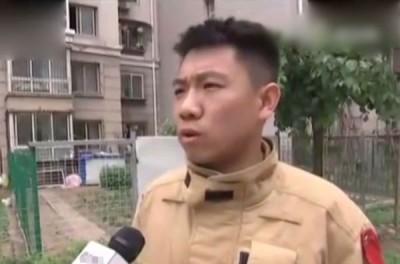 消防员指出,周玉祥对保住孩童性命居功至伟。