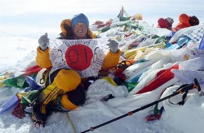 聋人登山家田村聪成功登顶世界最高峰珠穆朗玛峰。