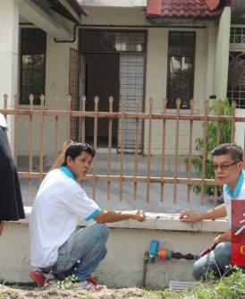 王诗琪(左起)、孙传财及林湧岚指责槟供水机构处事不专业。