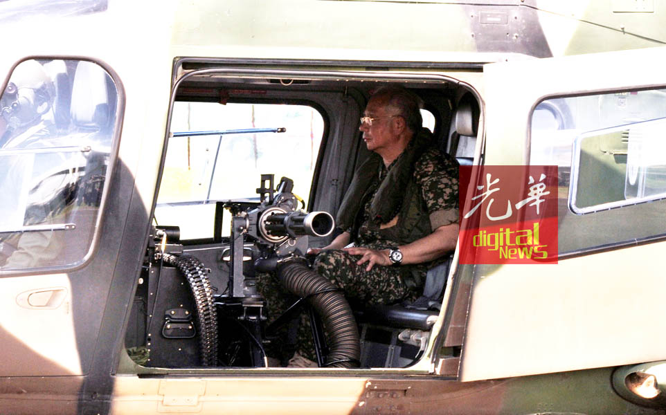 纳吉因上阿古斯达A109项目直升机,机上装有7.62毫米口径的攻击炮枪。