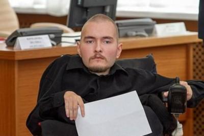 史籍比利多诺夫拿变成首只接受换条手术的人口。