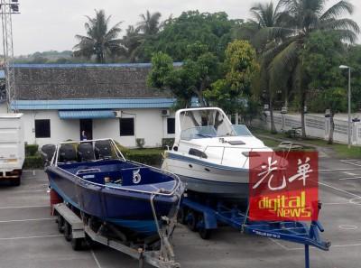 走私集团采用仿冒水警船的船舶和豪华快艇开路,举凡新的走私招数。