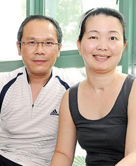 林女士(右)怀胎七个月时突然中风,送院后出动两组医生急救。
