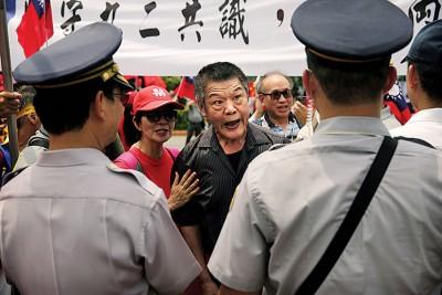 坚守九二共识的民众示威抗议。(法新社照片)