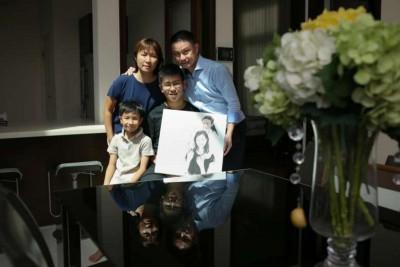 何平兴说,爱女何彦萱因地震身亡后,他更加珍惜与妻子和两个儿子的时光。