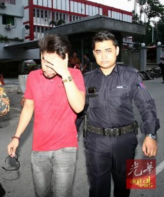 男子交由警方处理。