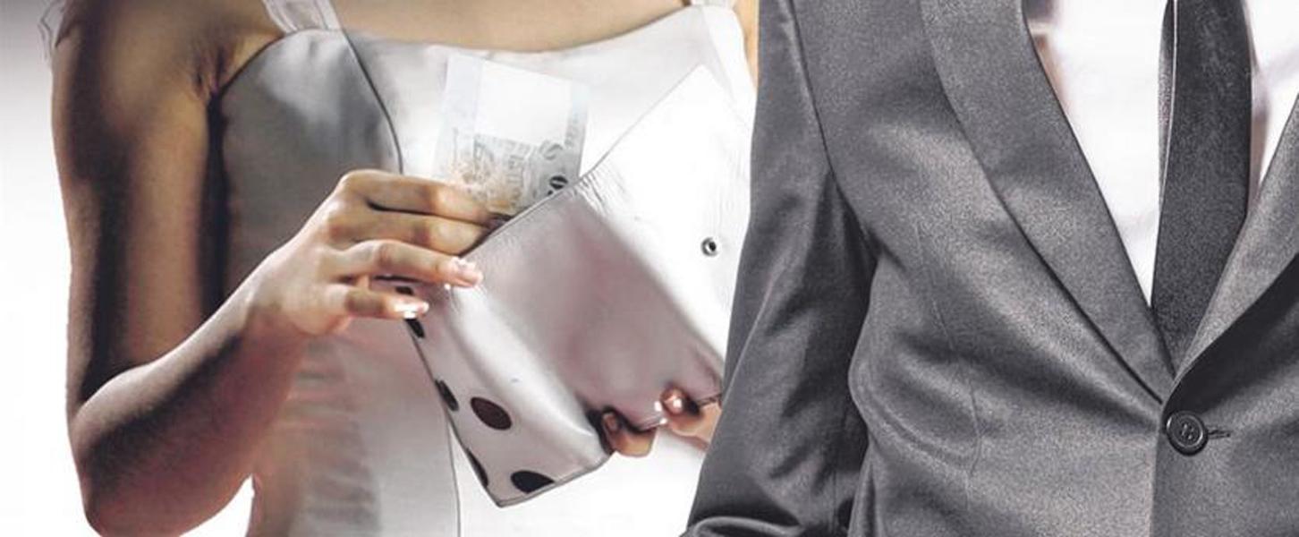 奢华婚礼可能让新人负债,造成他们往后的经济压力。