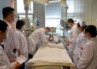 事后在深切治疗部留院。