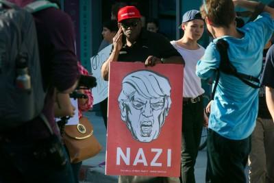 反特朗普人士在加州举行示威。(法新社照片)