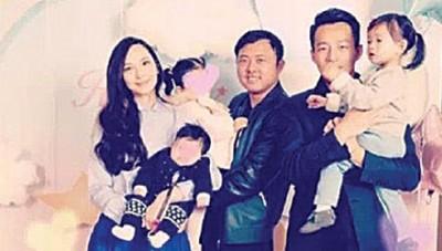 吴佩慈(左)po出和纪晓波抱着儿女,与汪小菲(右二)、小玥儿合照。她称大S当时怀孕感冒不克出席。