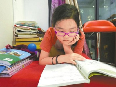 张涵宇自幼钟情阅读。