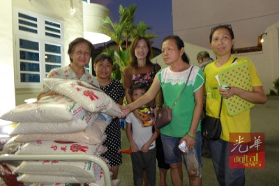 狗粮猫粮免费派发给喂养者,减轻这些爱猫狗人士的经济负担。