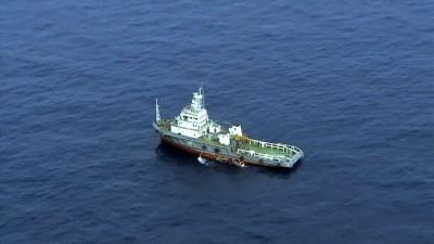 找船只在地中海找客机残骸。(法新社照片)