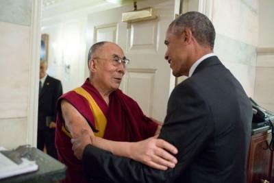达赖喇嘛与欧巴马在白宫地图室会面。