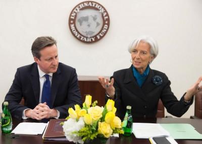 IMF报告指英国脱欧,势令国内经济衰退。图为英国首相卡麦隆(左)与IMF总裁拉加德(右)。