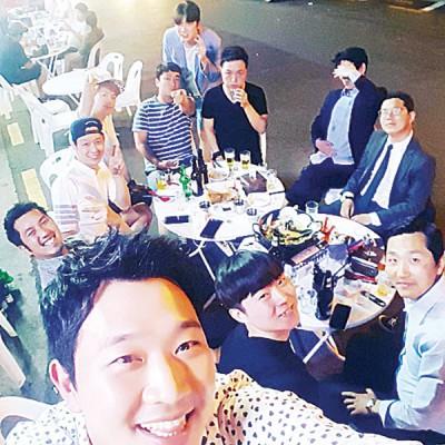 韩国派出所传唤曾和朴有天喝酒的友好到案说明。