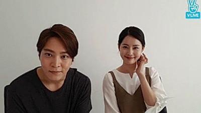 周元和金珠贤透过V app见剧迷。