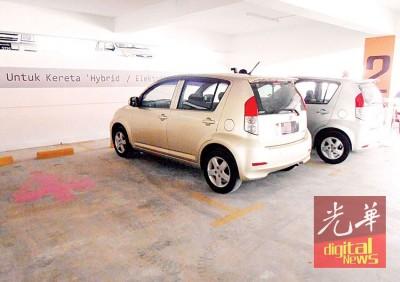 吉灵万山多层停车场,设有7个响应环保的混合动力车(Hydrid Car)停车位。