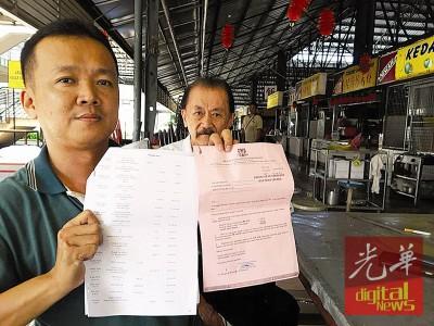 陈建强出示市政厅发予商贩的红单及银行的还帐记录。
