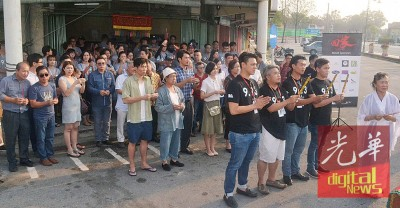 《9·13回家》电影开镜仪式,前排左起为骆文勇、程道伟、马蔚伦、李宗圣。