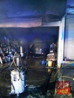 失火肇因有待消防员调查后才能鉴定。