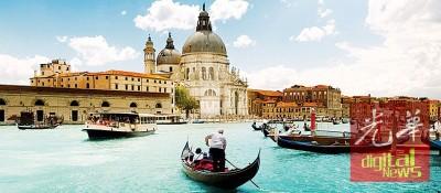 漫游水乡威尼斯,最能体验威尼斯浪漫情调的方式是搭乘贡多拉饱览运河美景。