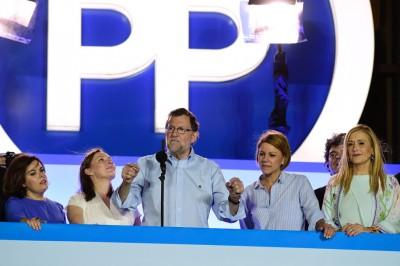 拉霍伊望支持者挥手致意。(法新社照片)