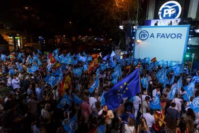 西班牙人民党及支持者庆祝在大选胜有。(法新社照片)