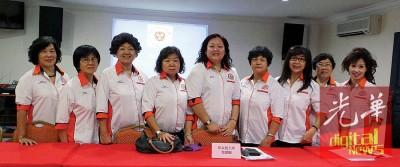 郑爱蒂(中)出席2014年大会时,署理主席郑美美没有在场。