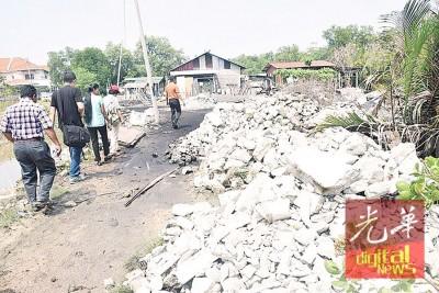 近300户非法木屋区居民在马来亚铁道局及水利灌溉局保留地兴建住所。