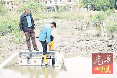 水利灌溉局在河口设立水闸。