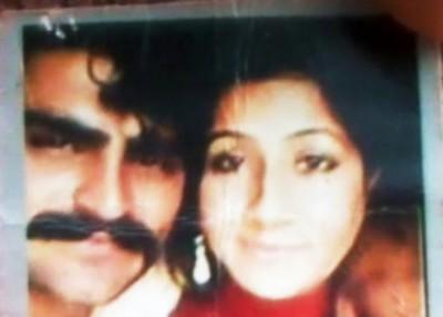 比比(右)与丈夫艾哈迈德(左)的合照。