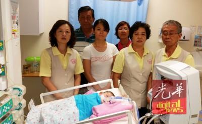 小嘉恩在瑶池金母慈善基金会安排下转入专科医院治疗。