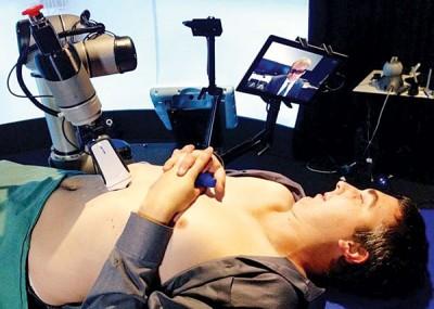 澳洲近日研发出一款具有触感的医疗机械人。