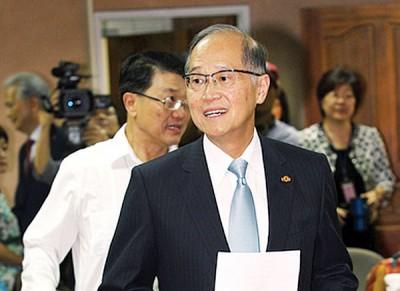 台外交部长李大维前往立法院报告前回应,国防部长冯世宽声称运送弹药到东沙岛是口误。