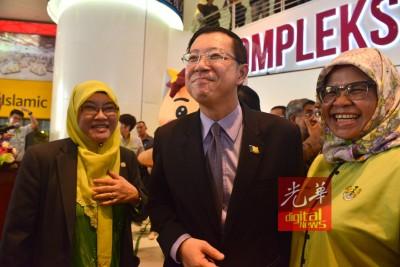槟首长林冠英宣布,委任槟岛市政厅市长拿督峇堤雅和威省市政局主席麦慕娜,为槟威两地的垃圾分类主要执行人。