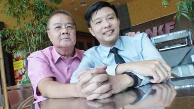 李玉添(左)与接受大儿子李智雄捐肾。