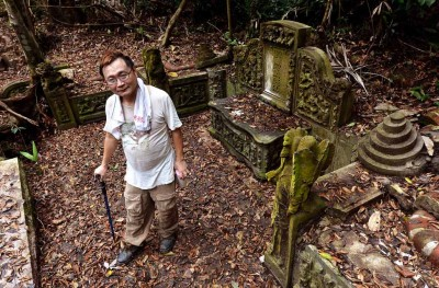 新加坡知名寻墓人吴安全。