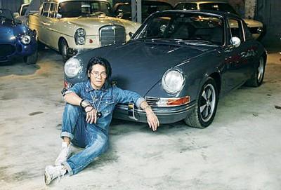 曹格最爱的是铁灰色的保时捷911T。